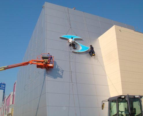 Elektro radovi na visini instalacija svetlećih reklama